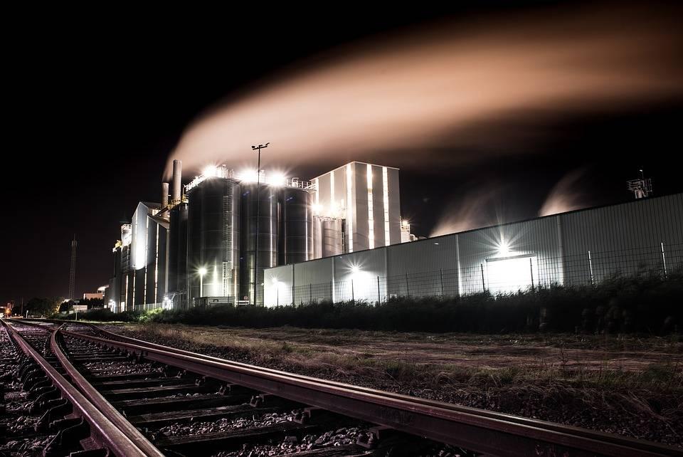 fabryka produkcyjna z zewnątrz